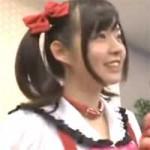 【アニコス】ラブライブコスの美女がファンの前でローター装着して悶えてるのがバレて握手会がフェラ抜き会へ!