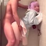 【コスプレイヤー】催眠調教して喘ぎっぱなしの小っちゃいレイヤーがトイレでズンズンピストン!