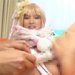 【アニコス】シェリルコスの美女レイヤーのおまんこを玩具責め!グチョグチョになったらチンポ舐めさせ顔射と潮吹き!