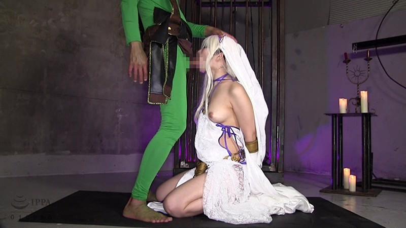 剣の乙女コスプレで凌辱される